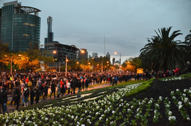 Thousands on St Kilda Road after the Dawn Service